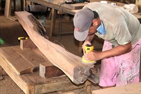 תהליך הכנת רהיט מעץ מלא