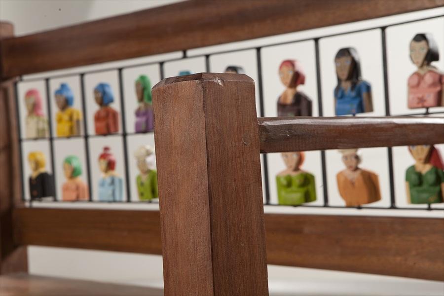 ספסל עם דמוית 2