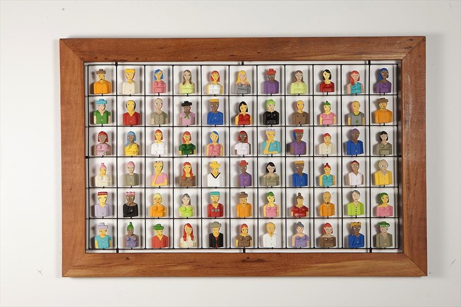 מסגרת מעץ ממוחזר עם דמויות מעץ 3