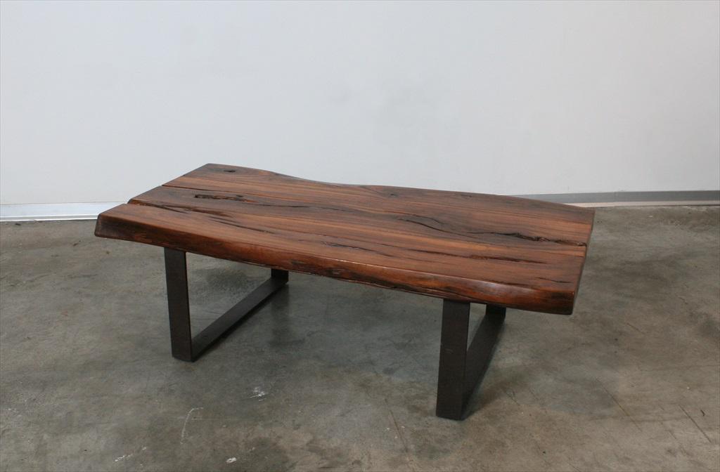 שולחן סלוני מקורת בניין עתיקה