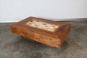 שולחן סלוני מעץ מלא בשילוב אבני סאן טומה