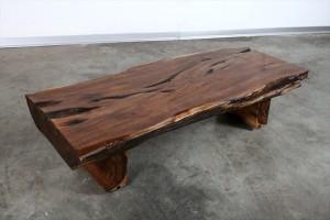 שולחן סלוני עשוי מקורה עתיקה