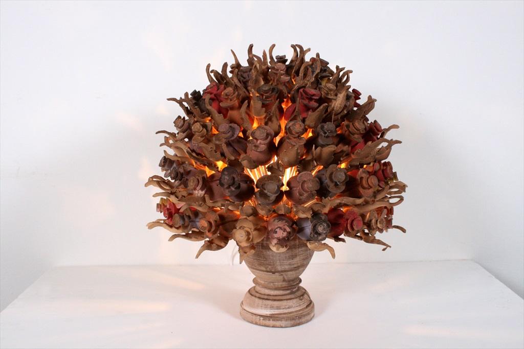 מנורת פרחים מעץ