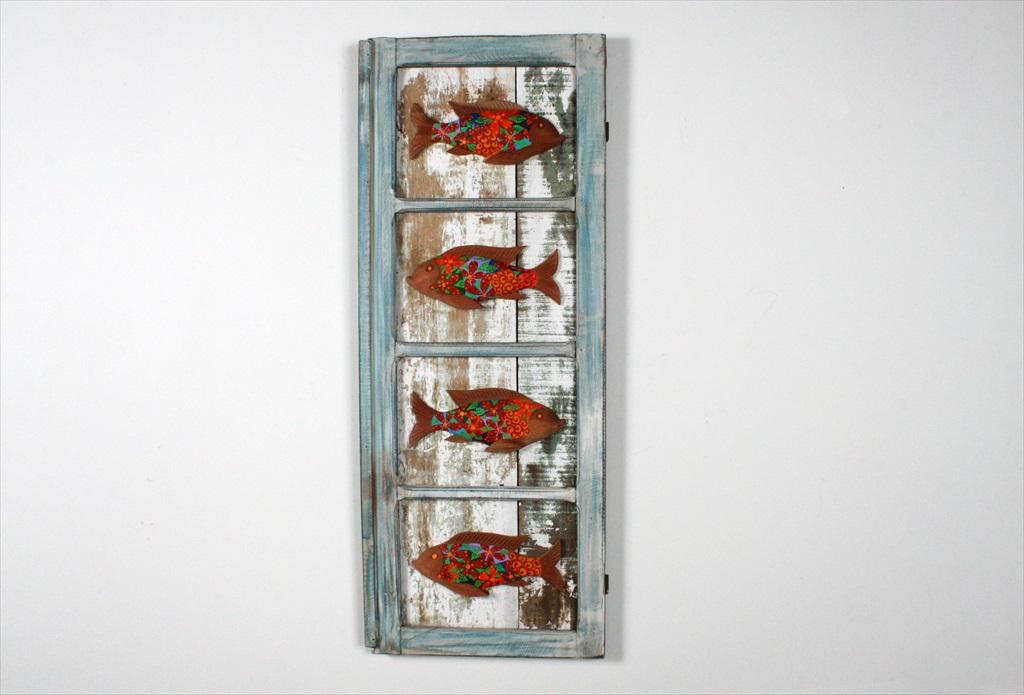 חלון בשילוב דגים צבעוניים