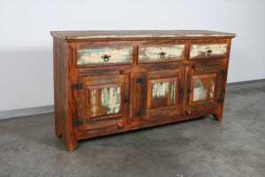 שידה סגורה בסגנון קולוניאלי מעץ מלא