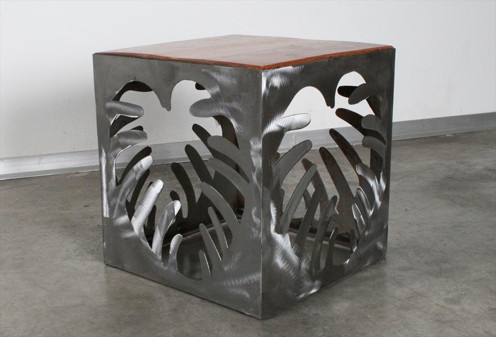 שולחן צד מעץ ומתכת