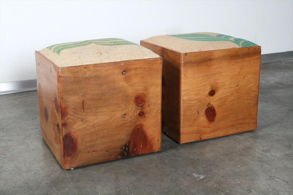 שרפרים מעץ ממוחזר בשילוב בד יוטה משקי קפה