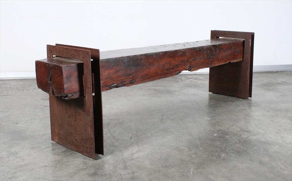 ספסל מקורה עתיקה
