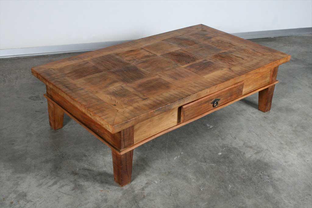 שולחן סלוני ממוחזר ומשאריות עצים עתיקים