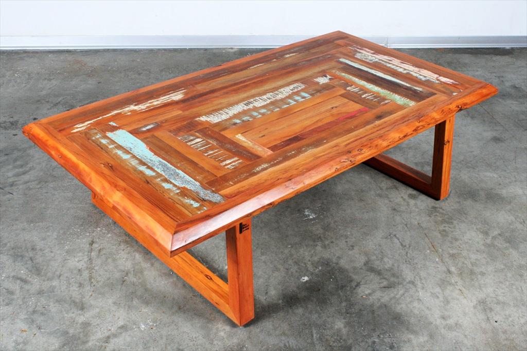 שולחן סלוני צבעוני עדין