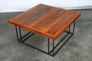 שולחן סלוני מרובע עם רגלי מתכת
