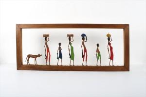 תמונה בגילוף מעץ – משפחה נודדת