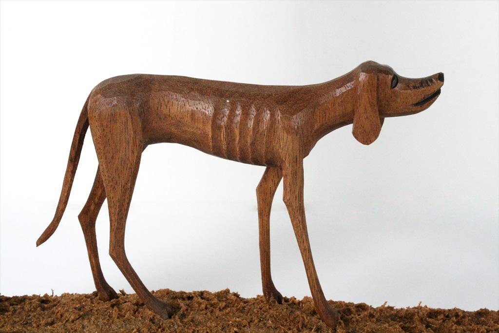 פסל מעץ – כלב