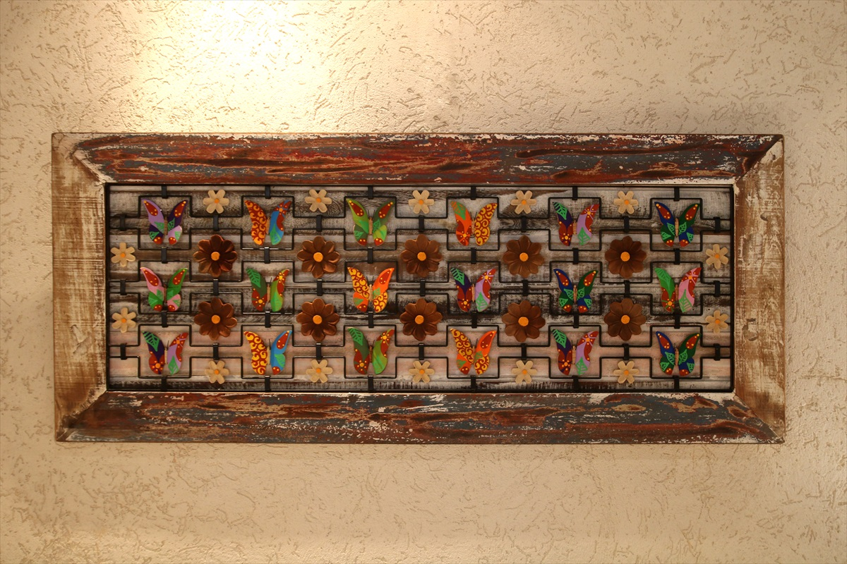 מסגרת פרפרים בשילוב אלמנטים מברזל