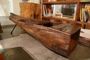 קנו עתיק כבסיס לשולחן סלוני